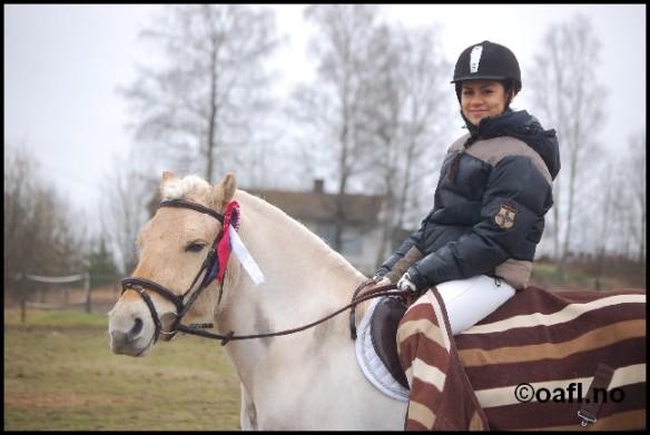 Frida Aung og Gromjenta gjorde rent bort på et stevne i Ås i april, med seier i LC dressur (bildet) samt i 80 og 90 cm sprang.